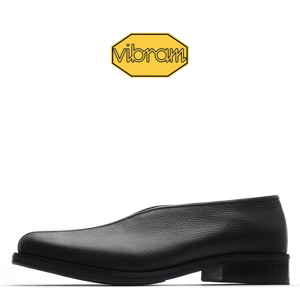 9096-02 / Black Shirink / Vibram 05M / 24